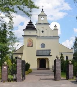 Fasada kościoła w Jaktorowie